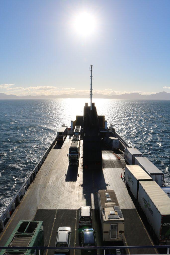 traghetto camion su nave