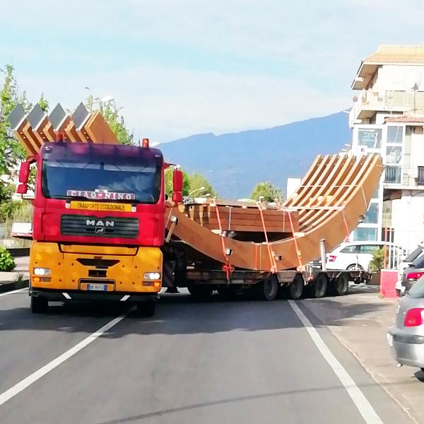 Camion con carico pesante Dafo Trasporti mezzi pesanti